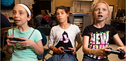 Students learn through video games at Quest to Learn in New York, photo via bibzgame