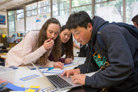 Students in a science class put the final touches on their class presentation.  Photo by Allison Shelley/The Verbatim Agency for American Education: Images of Teachers and Students in Action